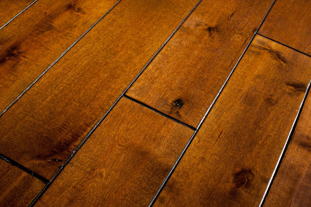 Real Wood Flooring Vs Laminate Which One Is Best Bend Property